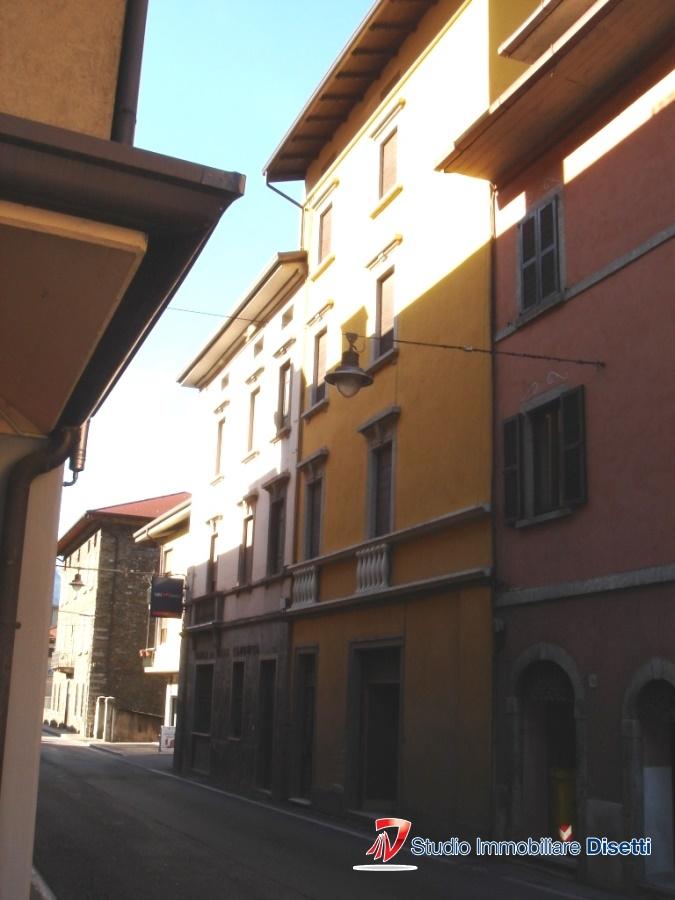 Soluzione Semindipendente in vendita a Cedegolo, 14 locali, prezzo € 160.000 | Cambio Casa.it